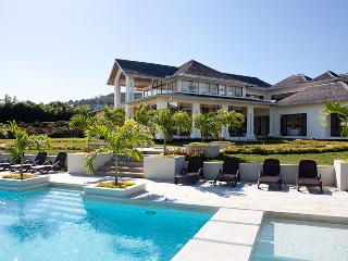 ULTIMATE LUXURY! MODERN! FULLY STAFF! POOL! TENNIS! GOLF! BEACH-Hanover Grange