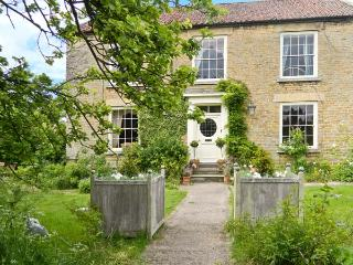 MANOR FARM, Georgian house, open fires, Aga, spacious period property in Hutton