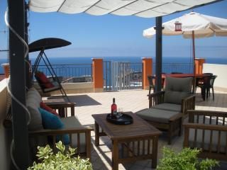Penthouse in Pizzo with WIFI.