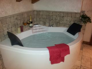 Rilassante  vasca da bagno in camera