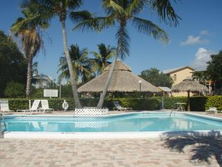 2 Bed Key Largo Villa - Oceanfront Beach Resort - Free Secured WiFi!