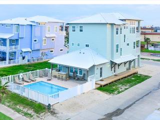 Bella Vista, BEACHFRONT, 7 bdrms, Gulf Views, Games, PRIVATE POOL, sleeps 16, Port Aransas