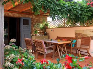 Rooms in a Tuscan cottage 20km from Siena sleeps 4
