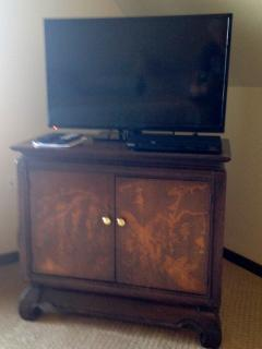 Flat Screen TV, Cable, DVD, Wireless Internet