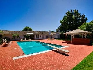 Redecorating in Progress - NEW PHOTOS SOON! Spacious La Jolla Home with pool!