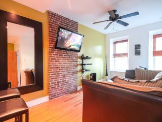 TWO BEDROOM APARTMENT: free Wifi, DirecTV & Jacuzzi!, Brooklyn