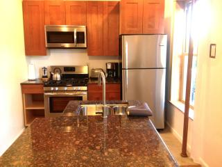 ONE BEDROOM APARTMENT: free Wifi & Direct Tv, Brooklyn