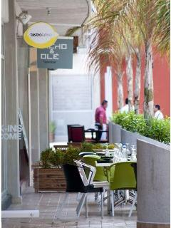 multiple place to dine and shop near by the unit