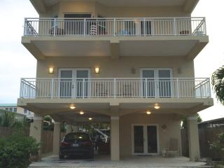 MONTHLY RENTAL ! WATER FRONT,ELEVATOR, WIFI, Key Largo