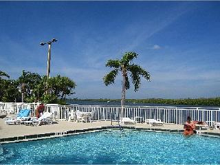 BeachFront Community,romantic get away, 2b home, Ruskin