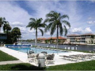 Gulf Access Condo 1 BDR. Large Pool, Boat Dock, Cape Coral