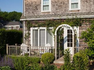 1 Bedroom 1 Bathroom Vacation Rental in Nantucket that sleeps 2 -(10088)