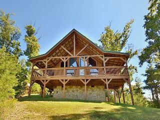 Two Bedroom Pet Friendly Smoky Mountain Cabin with Hot Tub, Games and Wi-Fi