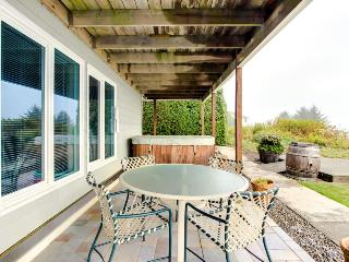 Gorgeous, oceanfront estate w/ views and private hot tub - beach nearby!