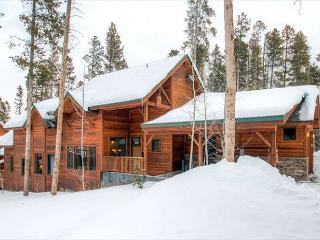 Mountain Retreat with easy access to everything!