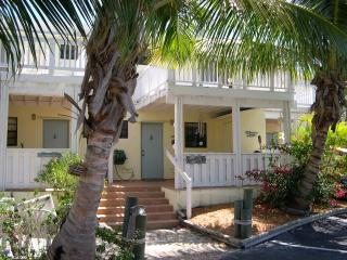 Licensed 2 Bed Key Largo Villa - Oceanfront Beach Resort - Fast & Secure WiFi!