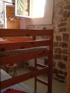 Chambre lits superposés ou lits gigognes