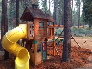 New, Luxury, Family Friendly. Hot Tub, Jacuzzi, AC, South Lake Tahoe