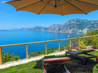 Casa Cinque . Stunning view over Positano blue bay