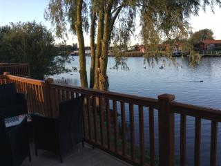 14 Misty Bay - Lake Lodge Hottub WIFI, Tattershall