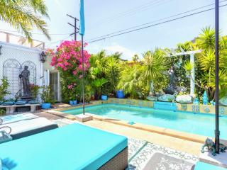 Tropical Pool Patio - Luxury 3 Bedroom House