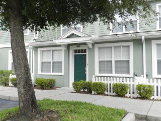 Gorgeous Venetian Bay Townhome with Gym and Hot Tub, Kissimmee