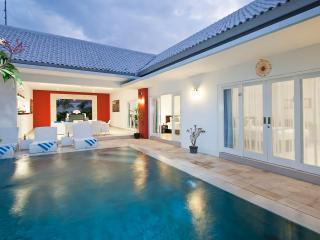 Bali 2 Bedroom Villa - Berawa Beach!, Kerobokan
