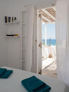 Another view of the double bedroom with the sea view