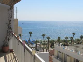 2 bedroom flat with wifi Larnaca Seafront