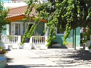 Family-friendly comfort near beach, Corinth
