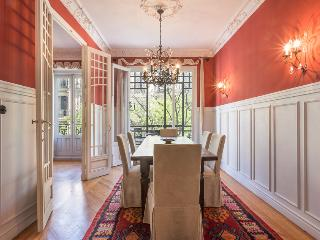 Elegant 3 bedroom property in the heart of Madrid""