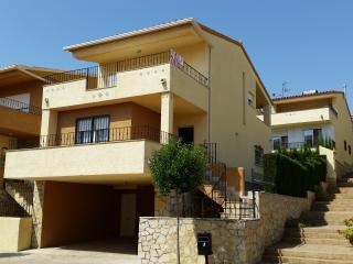 Casa-Chalet a 900 metros de la playa con Wifi en urbanización privada.