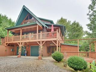 Luxurious Log Home w/ WiFi &  New Hot Tub, Murphy