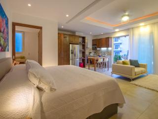 Best Value New Luxury Studio -Few Steps from Beach, Puerto Vallarta