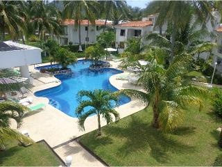Manzanillo lovely ground floor Condo 1 block from beach