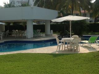 Manzanillo ground floor Condo 1 block from beach
