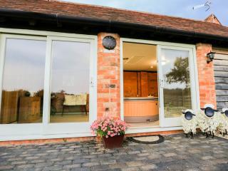 The Skylarks Luxury Farm Cottage Hottub sleeps 4-6