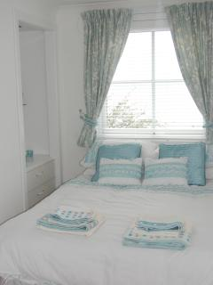Lovely double bedroom with views of the sea