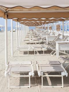 the teint with 2 chairs 2 sunbeds 2 chaiselounge and 4 towels. OPEN FROM MAY TO SEPTEMBER