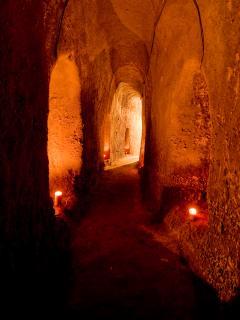 Si scende nei vastissimi ed intricati sotterranei per una esperienza mistica e sensoriale unica