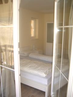 bed 3 balcony door