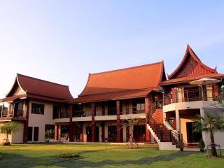 Nakara Villa: Peace, tranquility, fully catered, Udon Thani