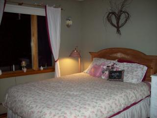 romantic room w/queen bed, shared bath
