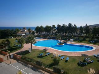 2 Bed apartment Beach, Pools, Fantastic Location, Puerto de la Duquesa