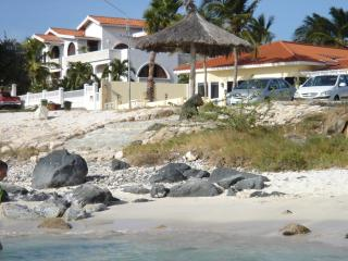 Beach White Villa Aruba - 8 persons, 4 bed /3 bath, Noord