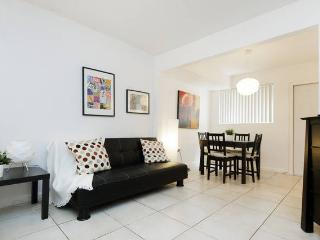 Great SOBE Studio with parking, Miami Beach