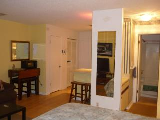 Cozy Studio  Pool  walk & play golf 6 miles beach, Myrtle Beach