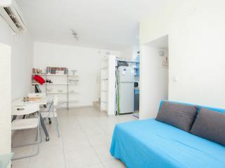 1 bedroom apartment- Raanana center # 21, Ra'anana