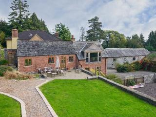 THE GARDENER'S COTTAGE, en-suite, flexible sleeping, beautiful views, pet-friendly cottage near Oswestry, Ref. 912050, Pant