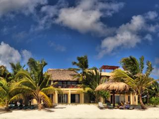 Casa Caracola - Enchanting 6 person Beachfront Villa